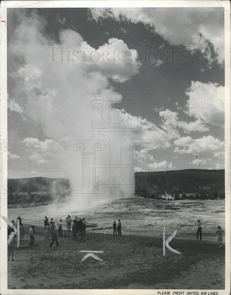 1953 Press Photo Old Faithful Geyser - Historic Images