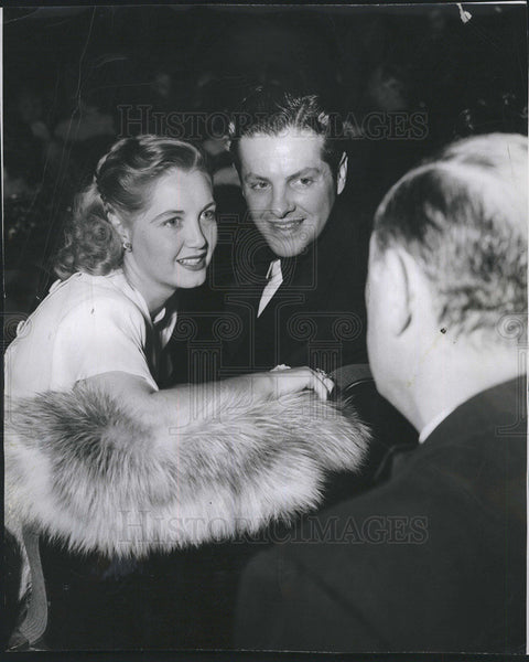 1948 Press Photo Bob Cummings And Wife Mary At New Play In Hollywood - Historic Images