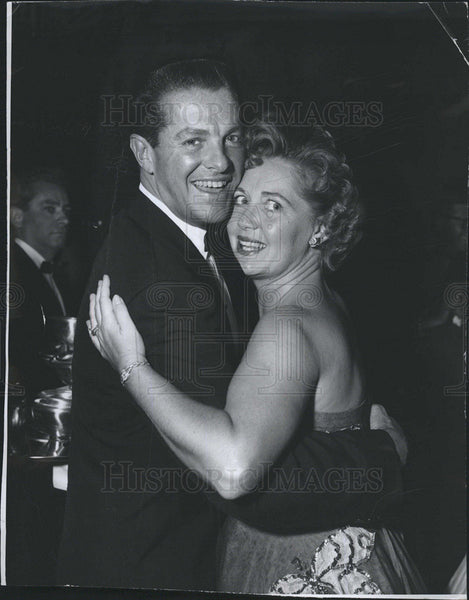 1955 Press Photo Bob Cummings And Wife Mary Mother Of 4 Dance At Club Macambo - Historic Images