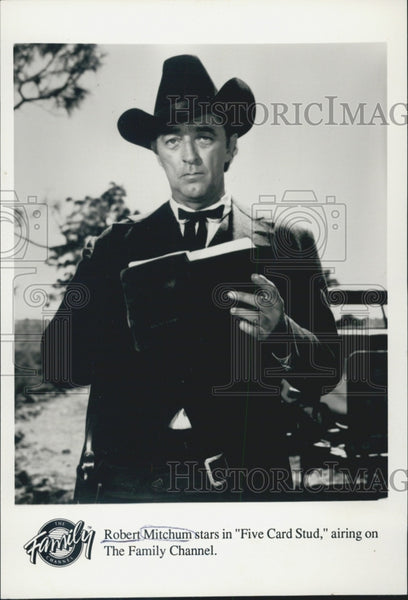 Press Photo Robert Mitchum Actor Five Card Stud - Historic Images