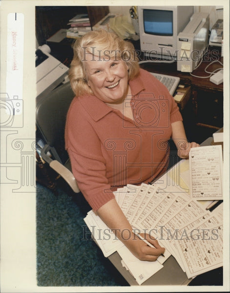 1989 Press Photo Karen Quigley Editor Of Women's Magazine Plus Side - Historic Images