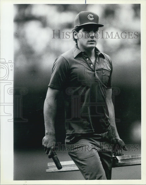 1986 Press Photo Roger Baird-Cubs grounds keeper - Historic Images