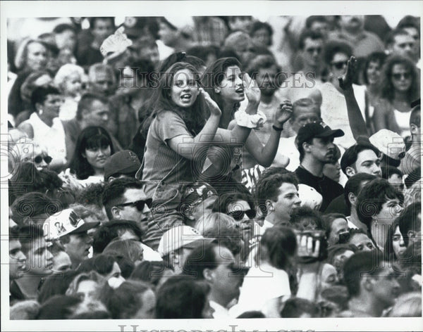 1995 Press Photo Fans General View Jon Bon Jovi Rock Band Concert Boston - Historic Images