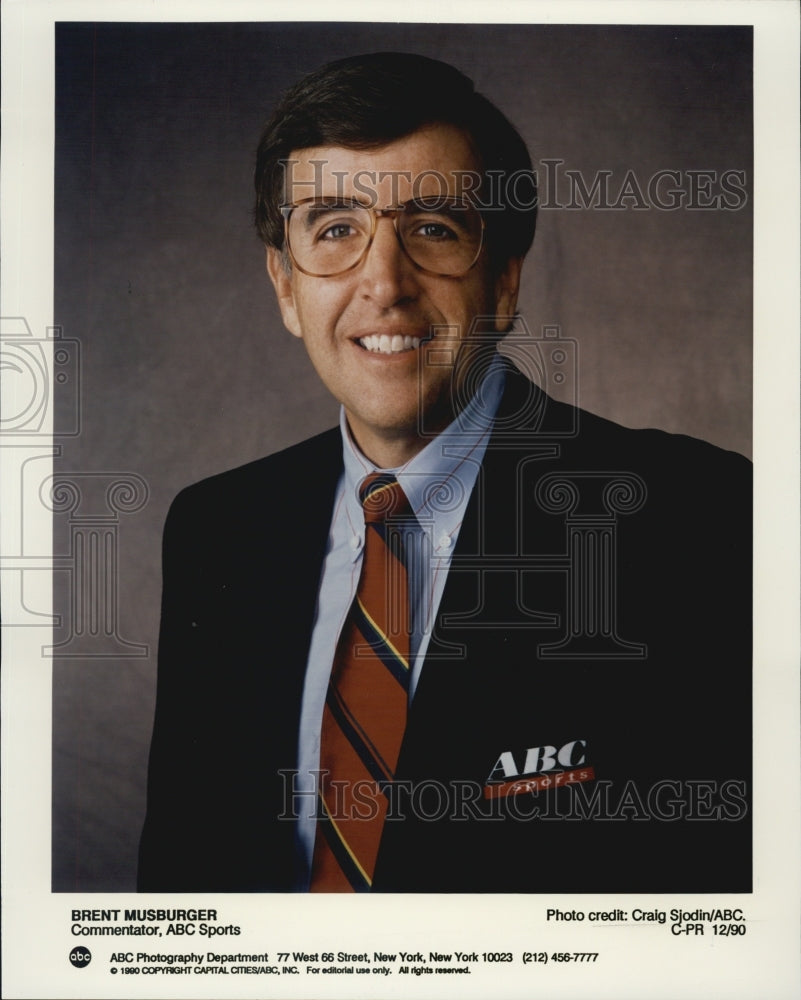 1990 Press Photo Brent Musburger Sportscaster - Historic Images