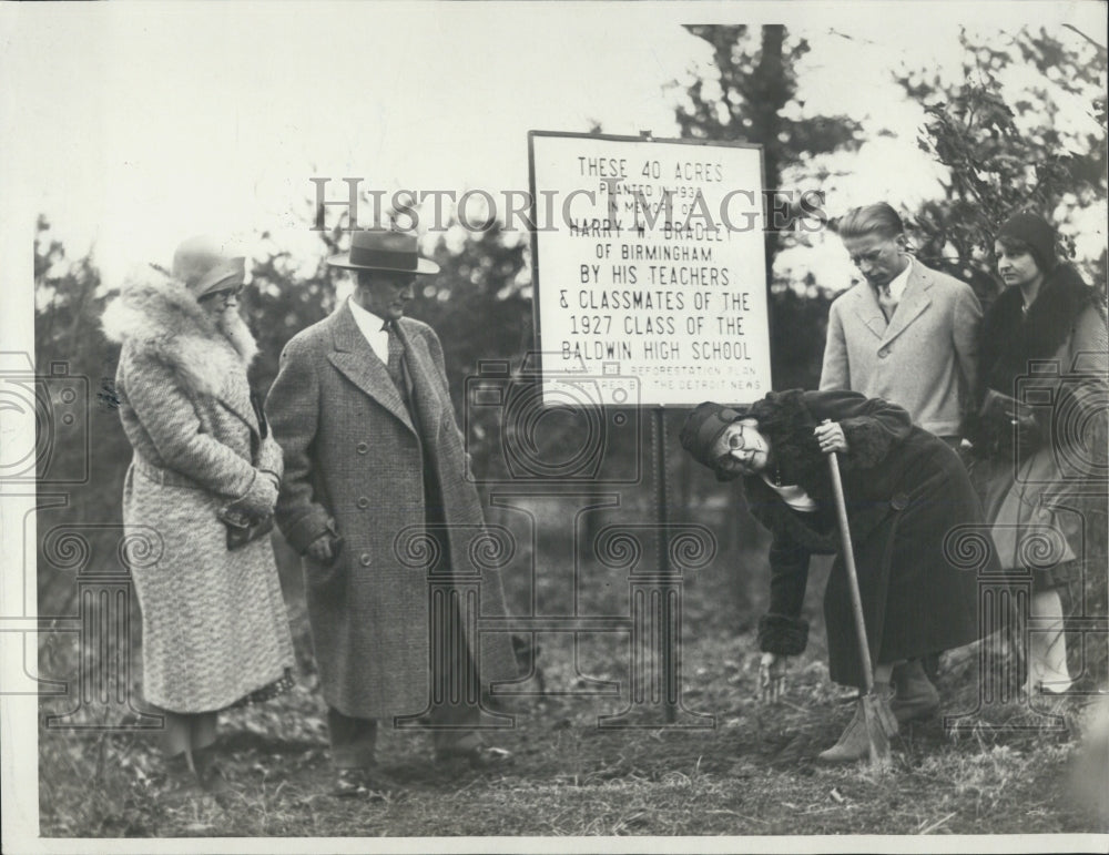 1927 Teachers and classmates plant acres in memory of Harry Bradley - Historic Images