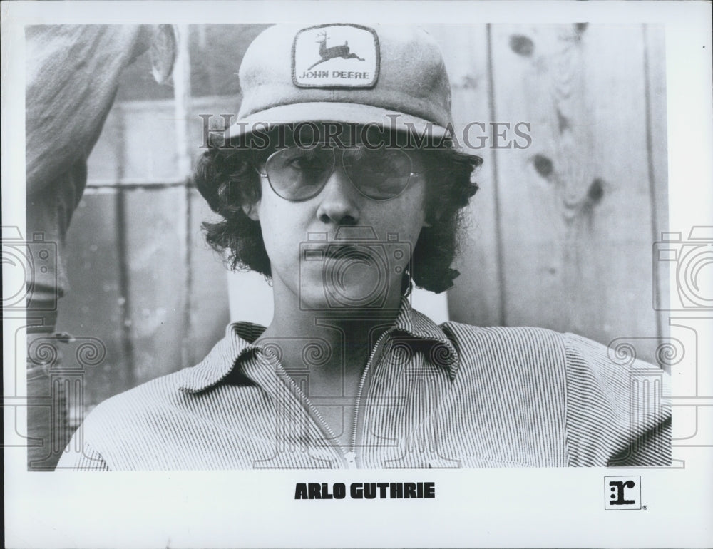 Press Photo Arlo Guthrie is an American folk singer (Wikipedia) - Historic Images