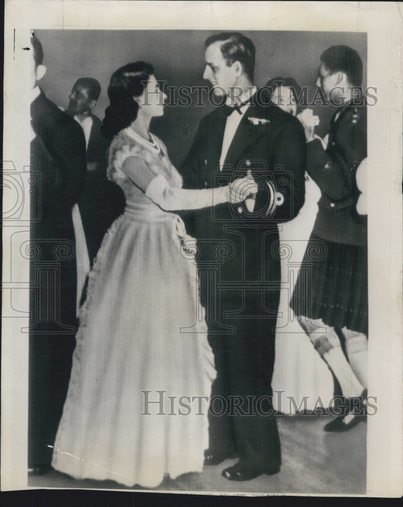 1947 Press Photo Princess Elizabeth and her Fiance Lt Phillip Mountbatten - Historic Images
