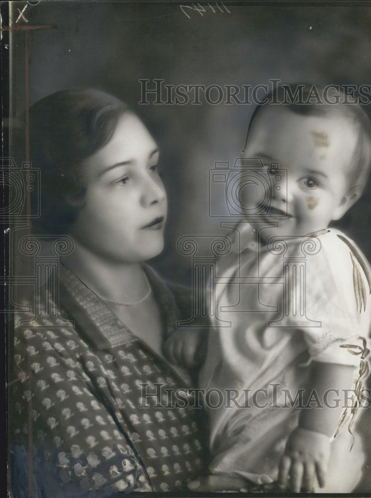 1928 Press Photo Mrs. Frederic E. Booth and her son of Birmingham - Historic Images
