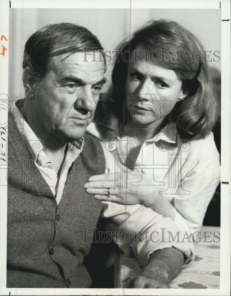1979 Press Photo Actor Karl Malden and Actress Piper Laurie stars in Skag. - Historic Images