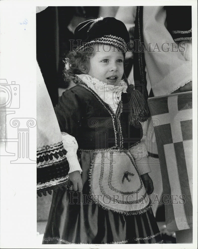 1980 Press Photo Epiphany St Nicolas Grk Orth Church 2 Yr Old Greek Dressed Girl - Historic Images