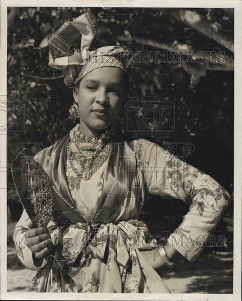 Press Photo Picturesque Dress of Women of Guadeloupe - Historic Images