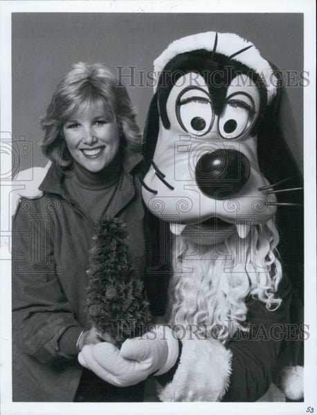 Press Photo TV host Joan Loundon with Goofy dressed as Santa Clause - Historic Images