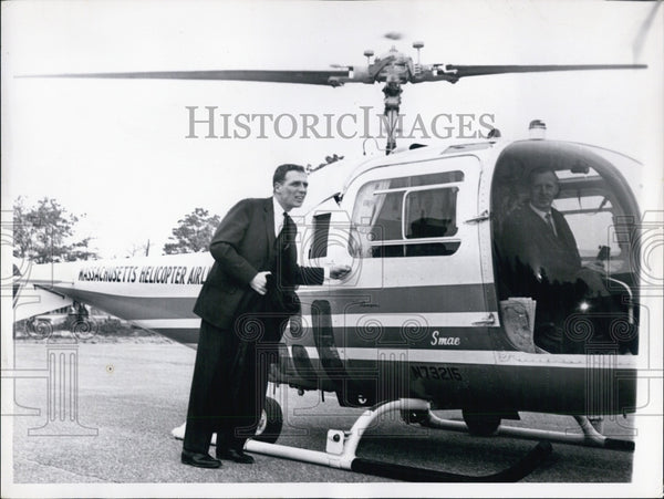 1963 Press Photo Secretary of State Kevin White Boarding Helicopter - Historic Images