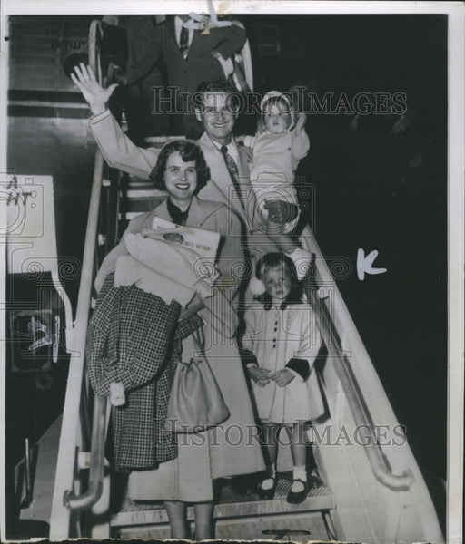 1953 Gerry Coleman with wife and children - Historic Images
