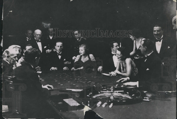 1936 gaming table at International Sporting Club in Monte Carlo - Historic Images