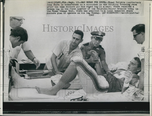 1967 Press Photo Miami Dolphins QB John Stofa injured - Historic Images