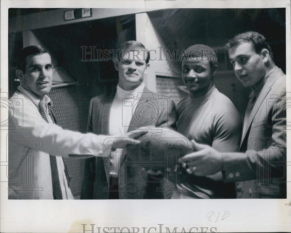1968 Press Photo Charles Greer Holds Football With Other Denver Broncos Players - Historic Images