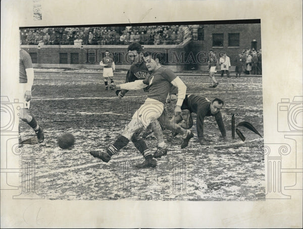 1960 Press Photo Ernst Fiala in action at soccer - Historic Images