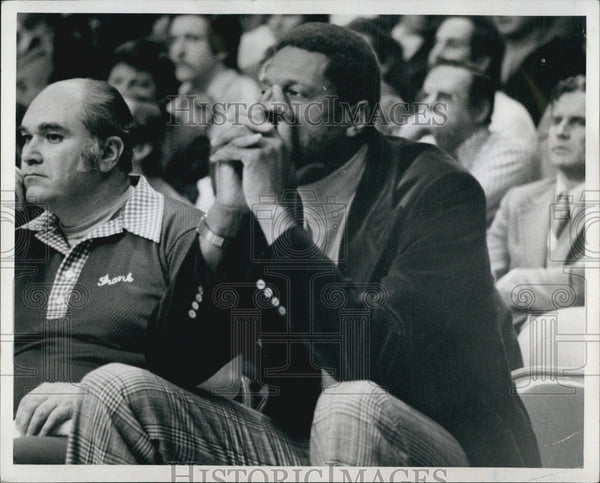 1977 Press Photo Former Boston Celtic Center Bill Russell - Historic Images