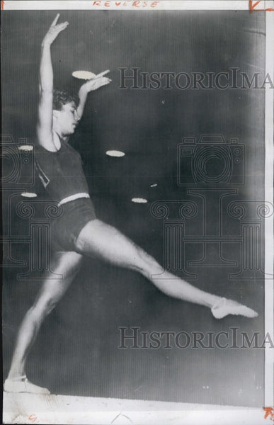 1956 Press Photo Varisa Latynina Russian Gymnast On Balance Beam Olympics - Historic Images
