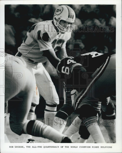 1975 Press Photo Bob Griese and Manny Sistrunke of  the Dolphins and Redskins - Historic Images