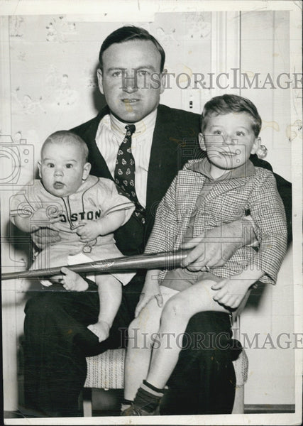 1941 Press Photo Red Sox Manager Joe Cronin with Sons Michael and Tommy - Historic Images