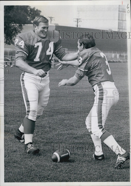 1969 Press Photo Denver Broncos Mike Current & Bobby Howfield Horsing Around - Historic Images