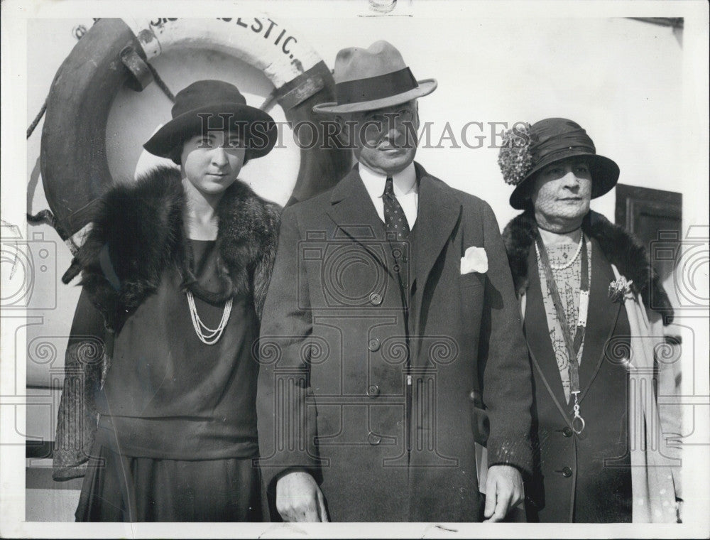 1923 Press Photo Bernard Baruch Financier Daughter Renee Wife Europe Trip - Historic Images