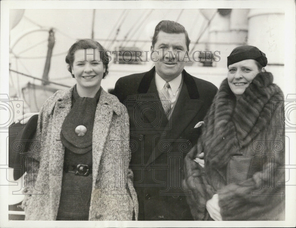 1935 Press Photo George Bancroft Actor With Wife and Daughter Georgette - Historic Images