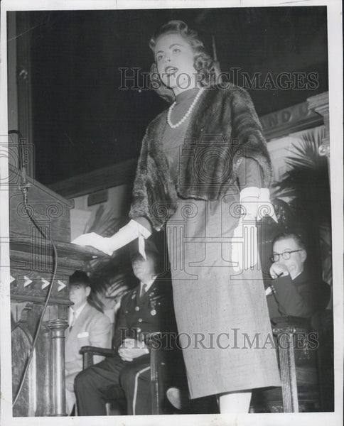 1957 Press Photo Lady speaking. - Historic Images