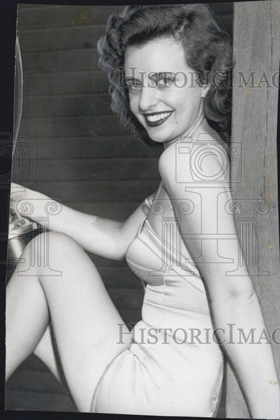 1950 Press Photo Actress Dorothy Feist at Cambridge - Historic Images