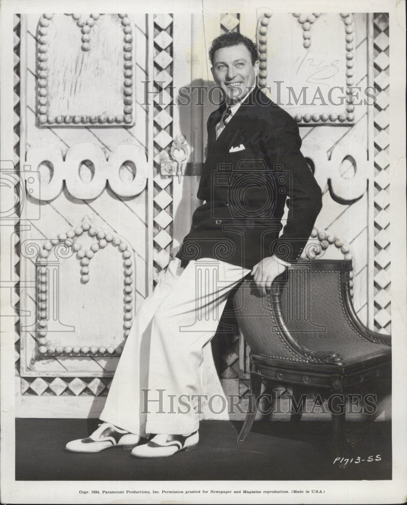 1934 Press Photo Singer, Carl Brisson on stage - Historic Images