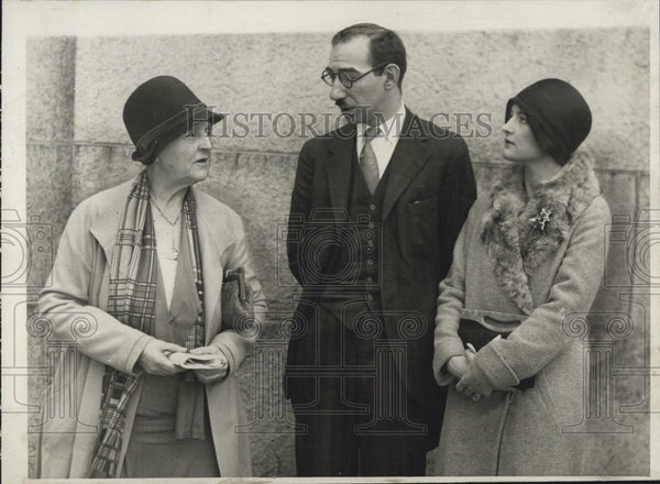 1929 Press Photo Mr Harry Cantor and some fans - Historic Images