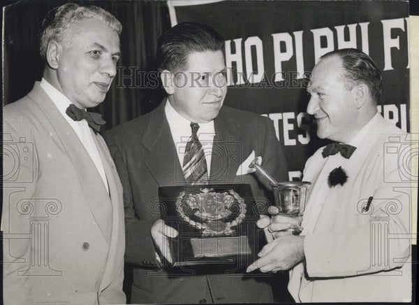 1949 Press Photo Award to outstanding pharmacist of the year James Fresques of - Historic Images