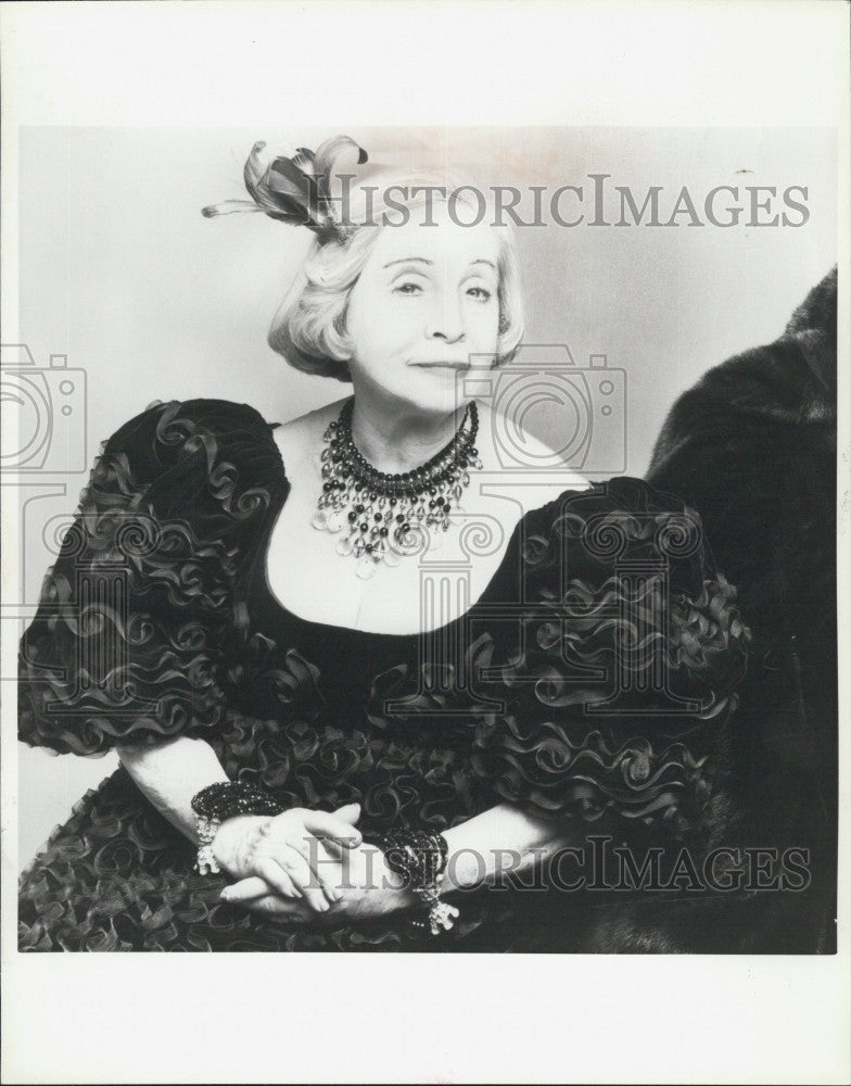 1980 Press Photo Mildred Albert Fashion Director Academie Moderne Boston - Historic Images