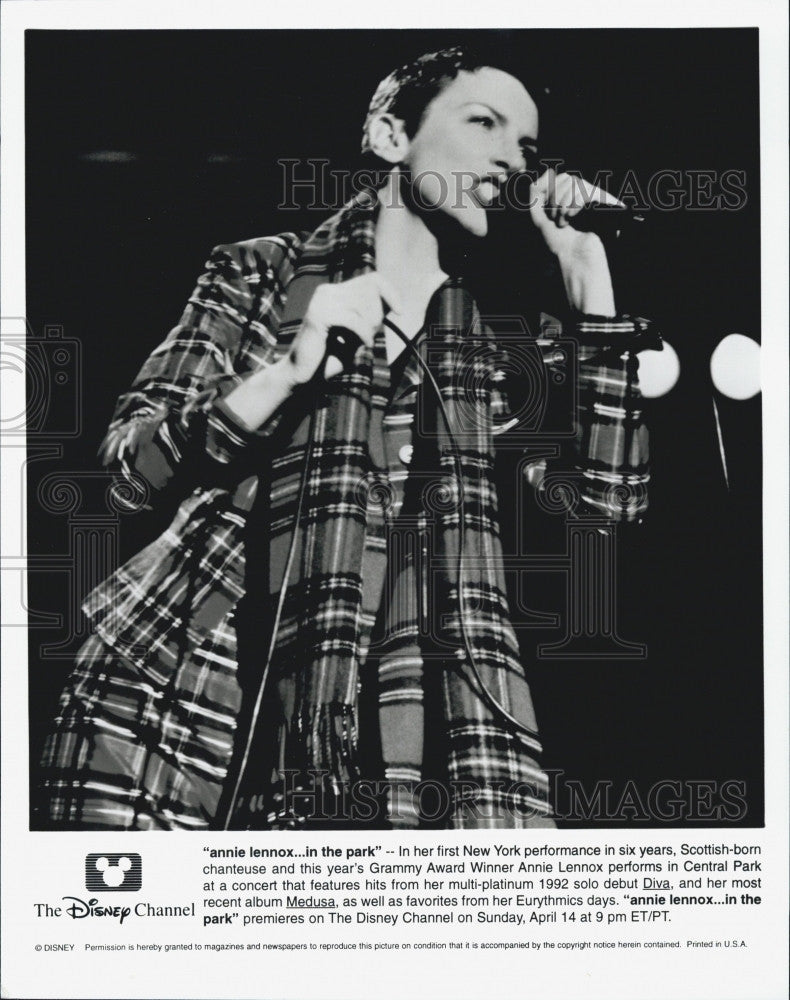 1992 Press Photo Singer Annie Lennox Performs In Central Park Concert - Historic Images