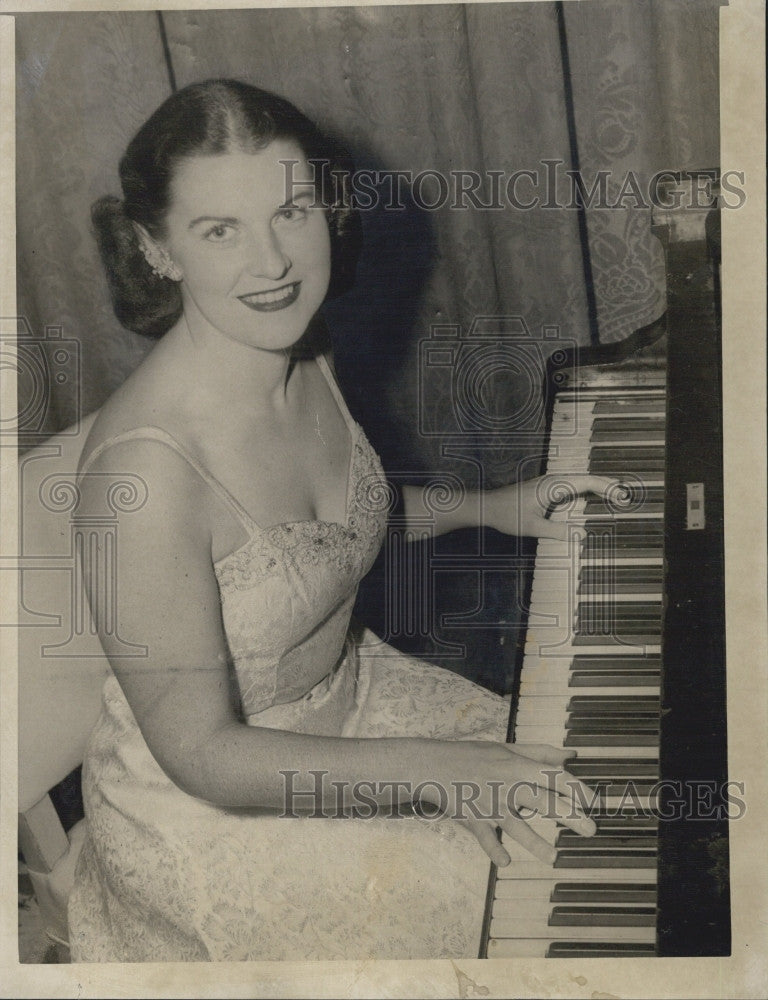 1951 Press Photo Entertainer Miss Ann Jon Lawlor, who appeared on radio and TV - Historic Images