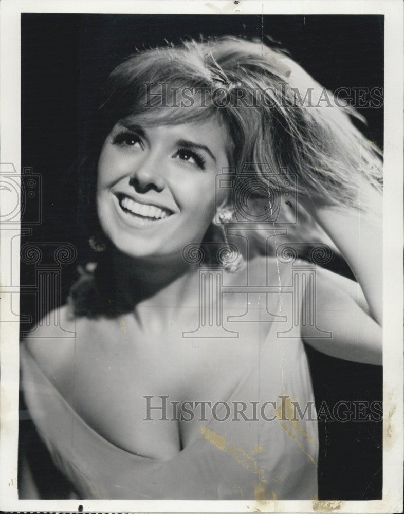 "1968 Press Photo Janet Evans in ""Showcase '68"" on NBC TV - Historic Images"