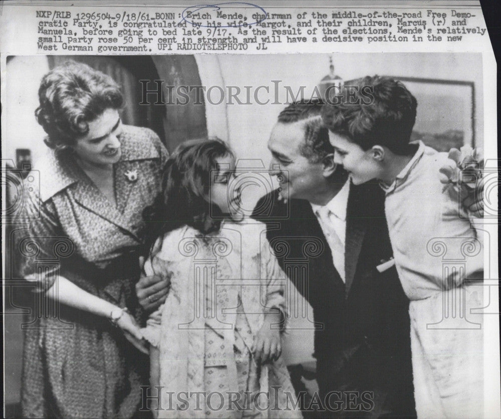 1961 Press Photo Dem Erich Mende, wife Margot & their children - Historic Images