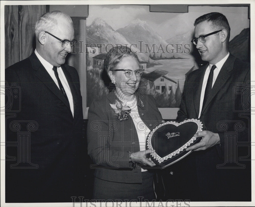 1963 Press Photo Boston U Dean of Women Elsbeth Melville with John A England, Jr - Historic Images