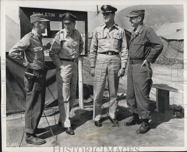 1951 Press Photo Col Wm Delacy At Korean Air Base With Maj Robert Meisenhelder - Historic Images