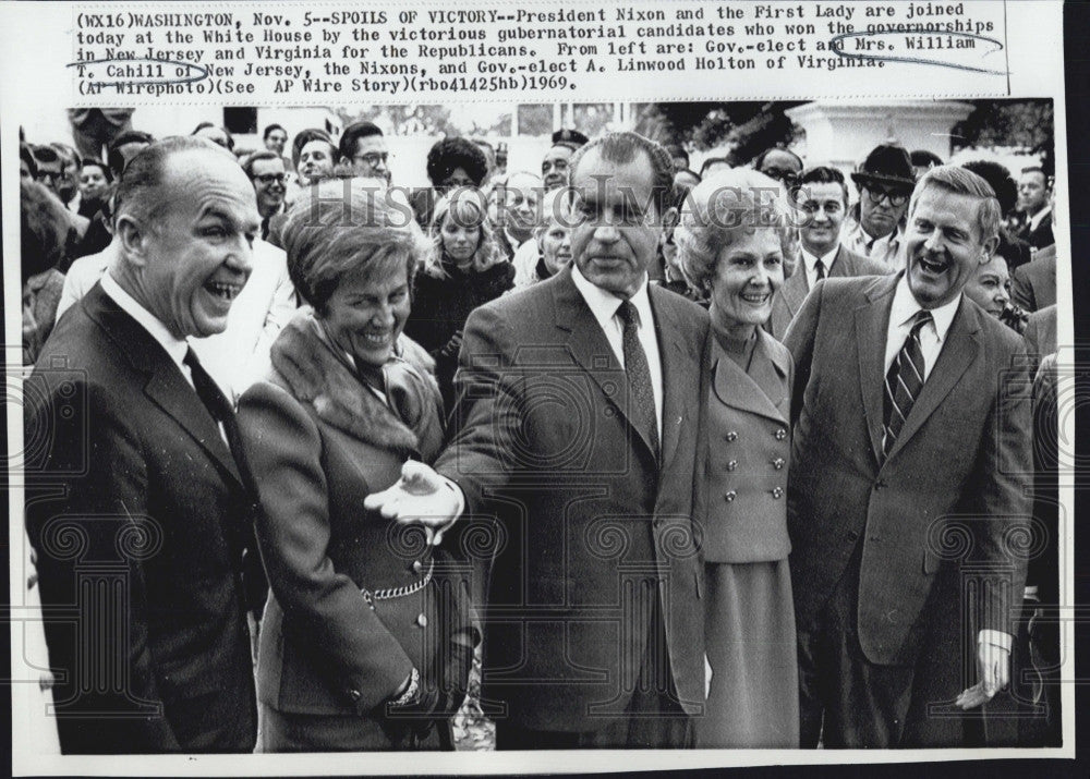 1969 Press Photo President Nixon & the First Lady at White House Celebrating - Historic Images