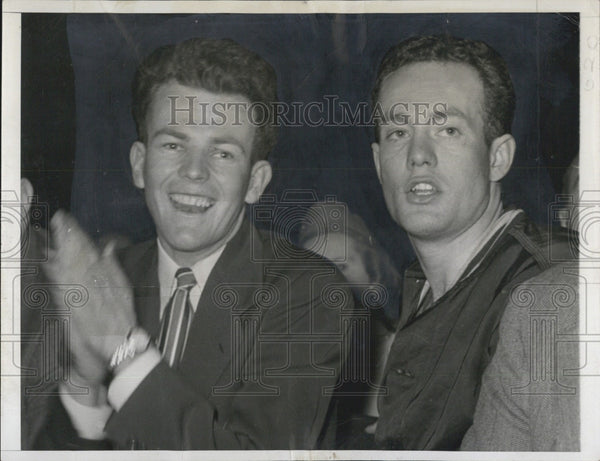 1947 Press Photo Bill Gallagher & Chuck Graver at Madison Square Garden Basketba - Historic Images