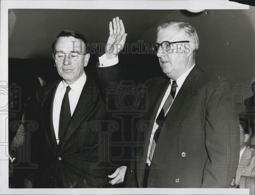 1954 Press Photo Hugh Thompson Of CIO Sworn In As Witness At Communist Hearing - Historic Images