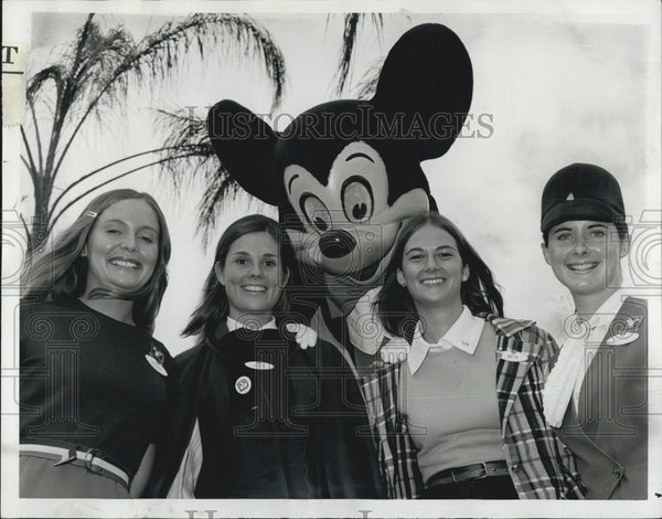 1972 Press Photo Ambassador Finalists With Mickey Magic Kingdom In CA - Historic Images