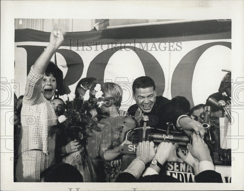 1966 Press Photo Atty. Gen. Edward Brooke, congratulated for his victory. - Historic Images