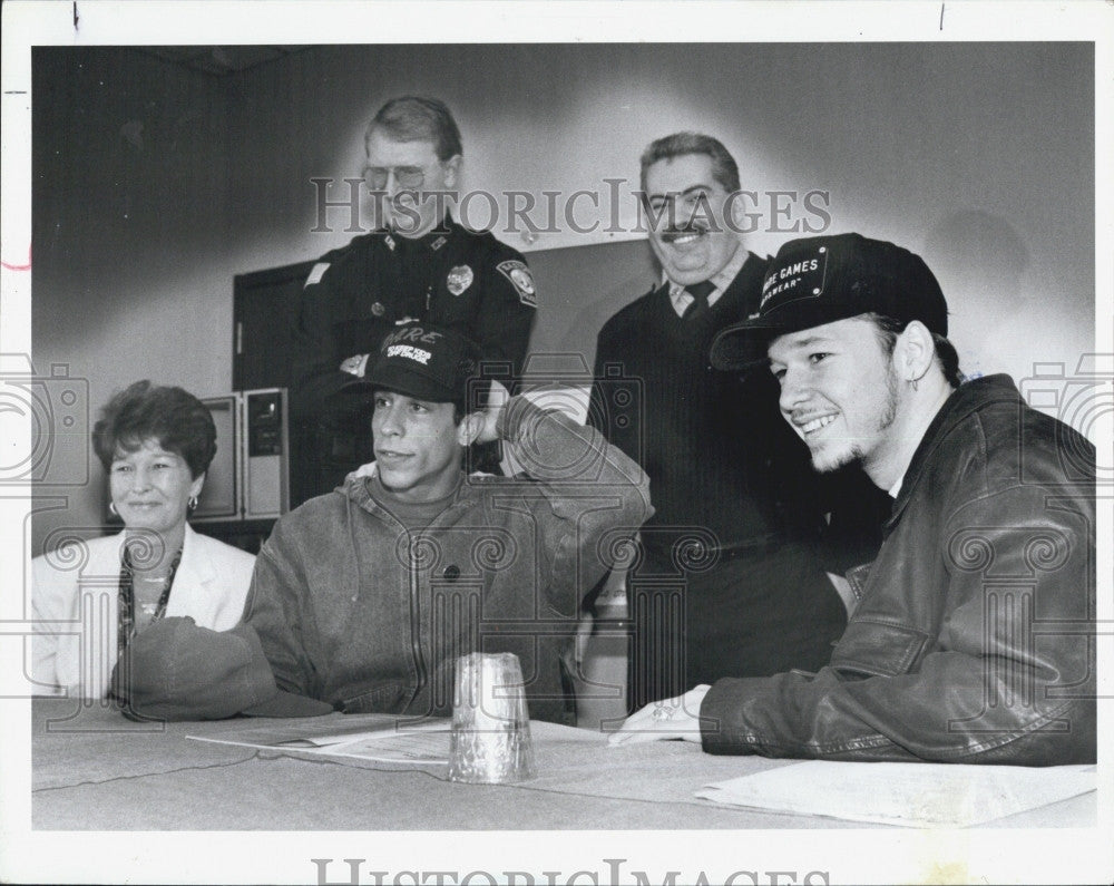 1990 Press Photo New Kids on the Block members  Donny Wahlberg Danny Woods DARE - Historic Images