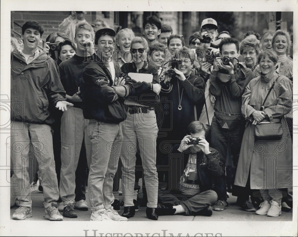 1992 Press Photo Cheers Cast Film In Boston - Historic Images
