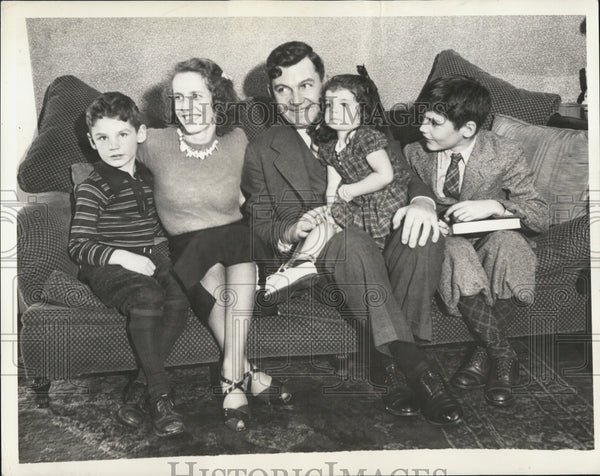 1938 Press Photo State Auditor Thomas Buckley & his family - Historic Images