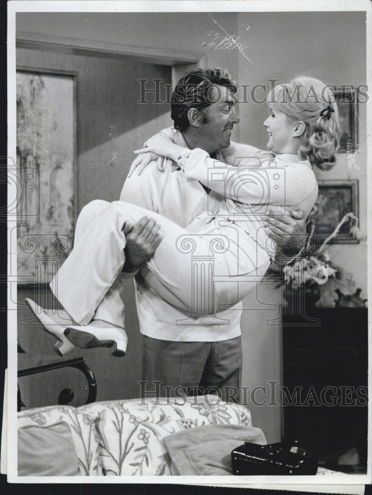 "1970 Press Photo Debbie Reynolds & Dean Martin in ""The Debbie Reynolds Show"" - Historic Images"